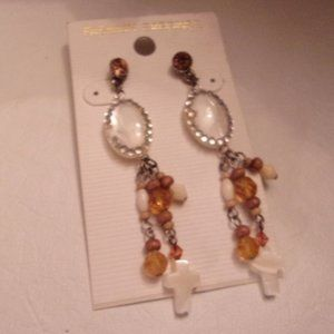 GORGEOUS NWT DANGLE EARRINGS. TUB1-2